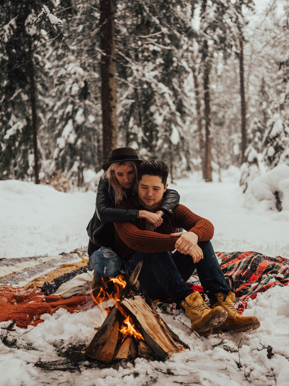 Winter forest elopement with campfire and jacuzzi intimate photo session